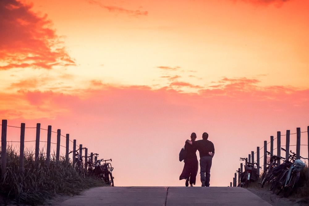 Samen de toekomst tegemoet stelletje koppel verliefd liefde